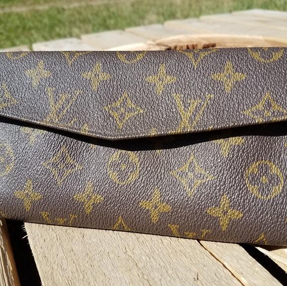 Louis Vuitton Handbags - Vintage Louis Vuitton Monogram Clutch Wallet 3bd2b0483